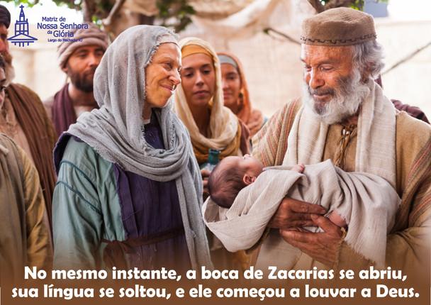 No mesmo instante, a boca de Zacarias se abriu, sua língua se soltou, e ele começou a louvar a  Deus