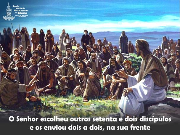 O Senhor escolheu outros setenta e dois discípulos e os enviou dois a dois na sua frente.