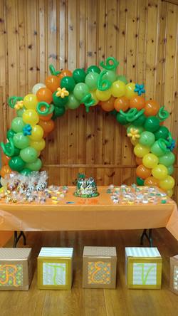 Jungle Balloon Arch
