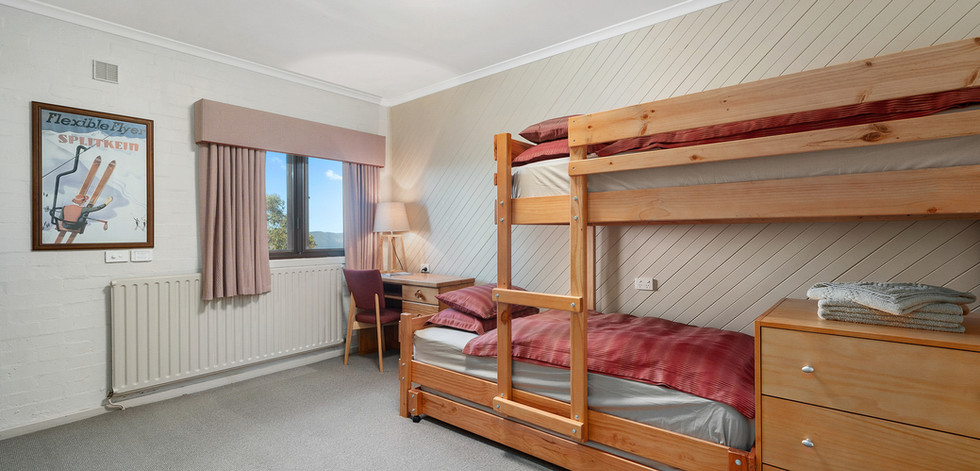 002_Open2view_ID632108-Room_12_pension.j