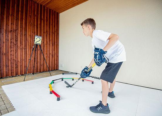 Stickhandling training aid, hockey trainer, puck control, coordination