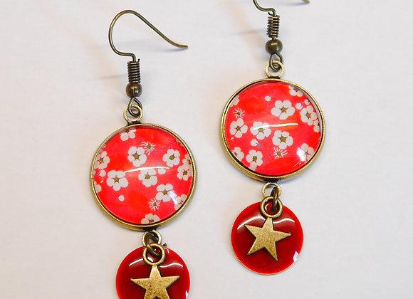 Boucle d'oreille cabochon 18mm et sequin rouge, motif fleuri