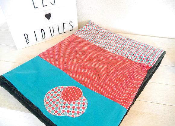 couverture bebe bleu et rose fushia, idee cadeau naissance, cadeau bebe, couverture polaire tout doux