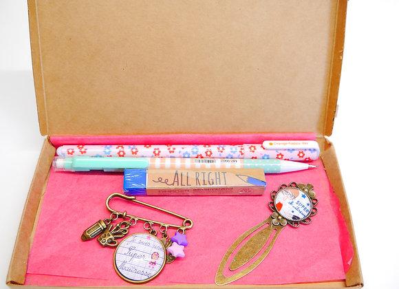 kit coffret cadeau maitresse bracelet, marque page et crayon