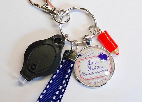 """Porte clé bleu,""""merci maître bonne vacances"""""""