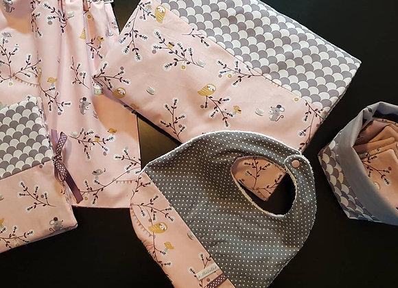 Ensemble bébé couverture,bavoir,serviette,lingettes,protège carnet santé