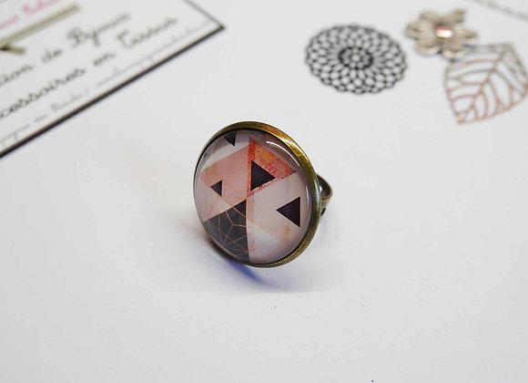 Bague cabochon motifs géométrique noir et rose,