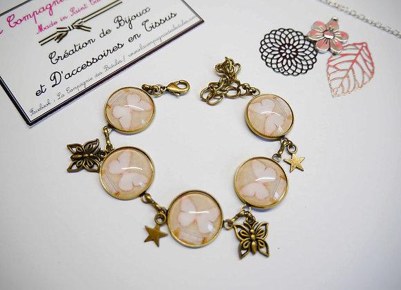 Bracelet couleur bronze cabochon, motifs papillons rose et taupe
