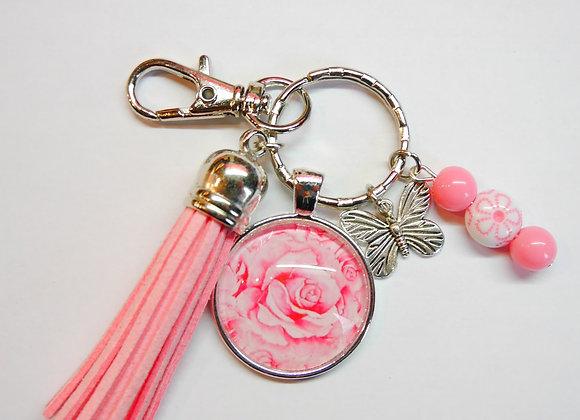 Porte clé rose, fleur et breloque papillon