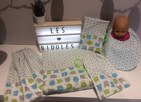 Ensemble cadeau naissance couverture,bavoir, pochon, protège carnet ,serviette