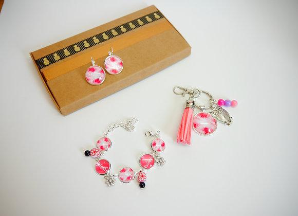 """Box / coffret bijoux cabochon """" fleur rose """"à personnaliser avec des prénoms"""