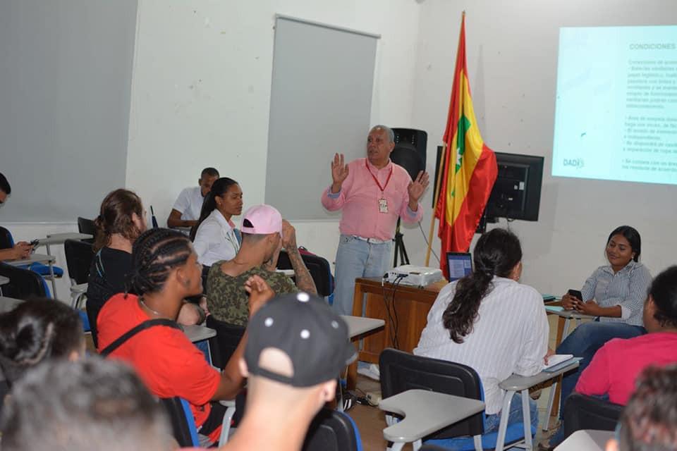 Héctor Alirio Alviz Gaviria, Profesional Universitario de Saneamiento Básico Ambiental de la Dimensión de Salud Ambiental de la Dirección Operativa de Salud Pública del Departamento Administrativo Distrital de Salud-DADIS.