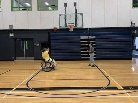 High school students try out Paralympic sports in P.E. class
