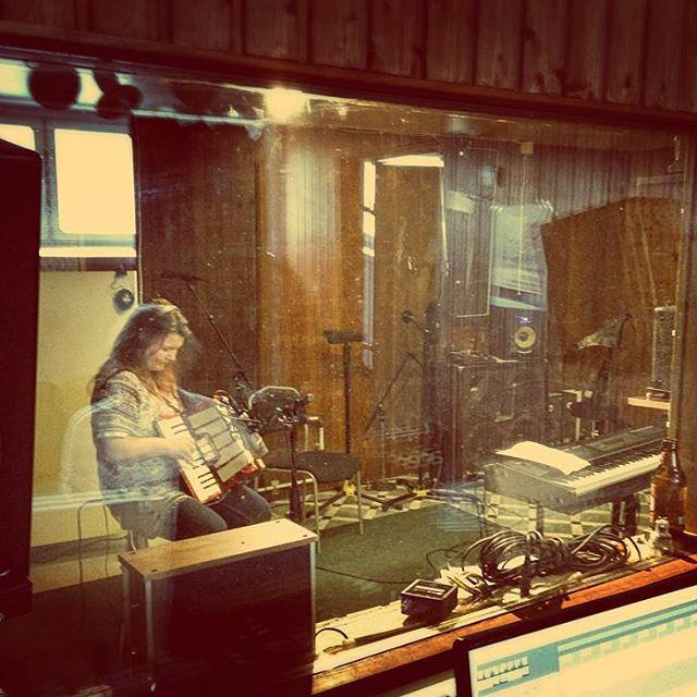Anniina Niemi studioäänityksissä