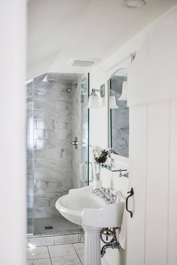 Clover Room Bathroom