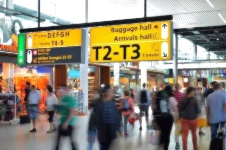 האם הוראות חוק שירותי תעופה מקנות פטור בגין הקדמת טיסה במקרה של רישום יתר