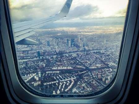 עיכוב בטיסה - תקלה טכנית בשל סדק בחלון