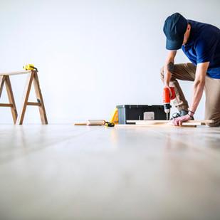 ליקויים בבית משותף – האם ניתן לחייב בעל דירה לתקן נזילות במקום הקבלן?