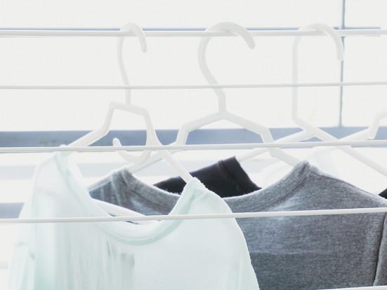 Trucos para secar y guardar la ropa después de lavarla
