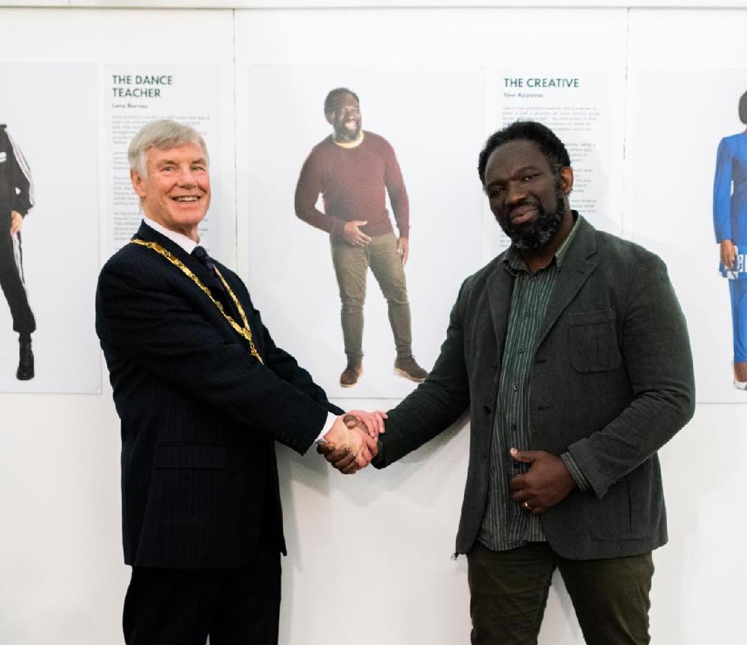 Mayor and Yaw handshake.jpg