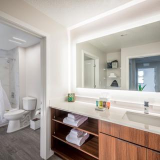Sterling_Tower_-_Bathroom_2.jpg