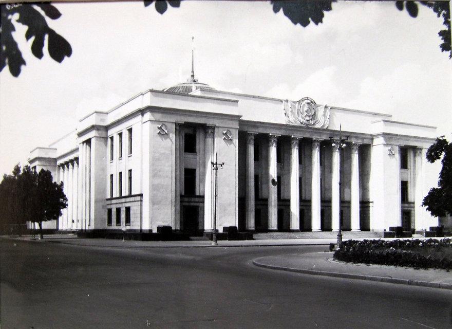 Здание Верховной Рады Украины. Фотография, 1970-е гг.