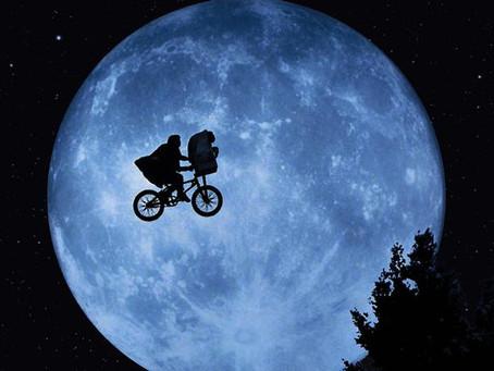 E.T returns to Elliott