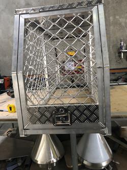 Aluminium dog box with security mesh