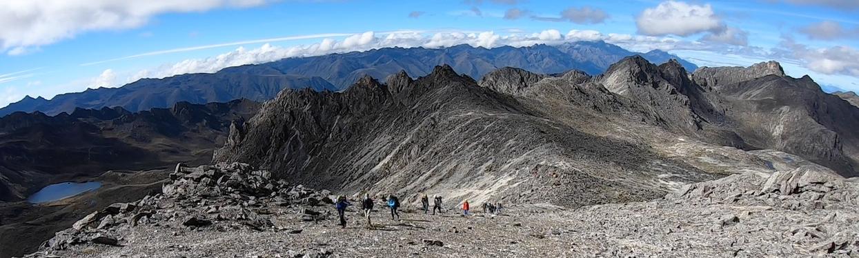 Panorámica hacia las cumbres del macizo de La Carbonera