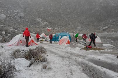 Nevada en el campamento base del pico Gavilán