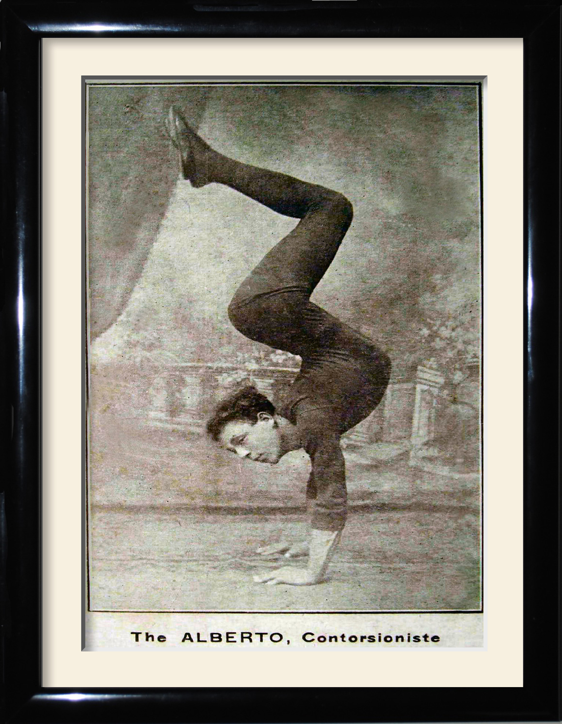 Alberto the great contortionist
