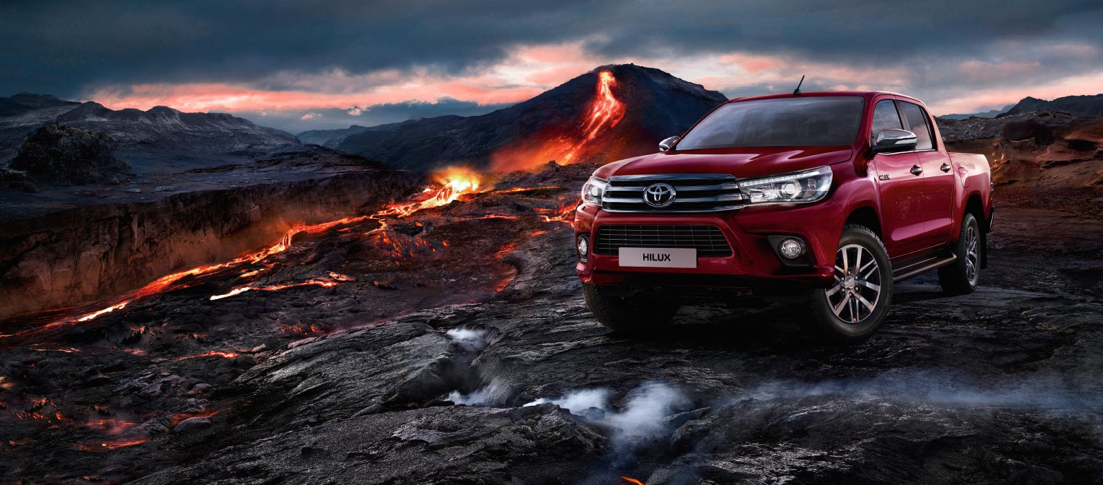 toyota-Hilux-2015-exterior-tme-008-a-ful