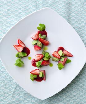 Fèves, fraises, oxalis