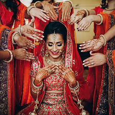 Stunning Indian bride dressed in Hindu t
