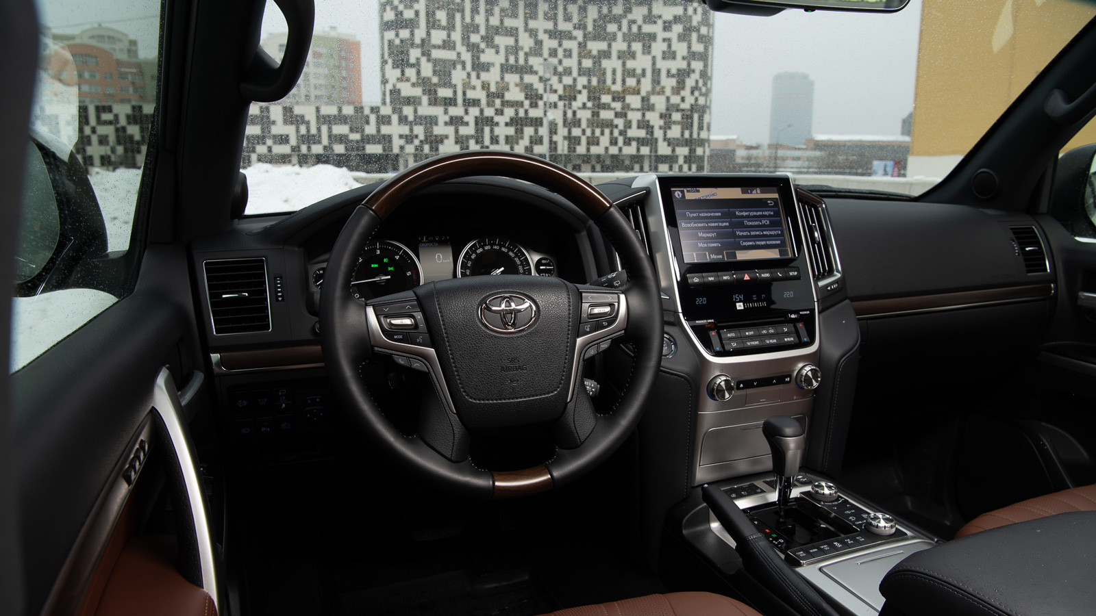 002-lc200-interior-winter_1600x900_tcm-3