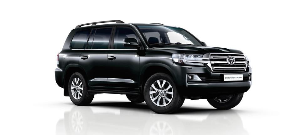 toyota-Land-Cruiser-v8-2015-exterior-tme