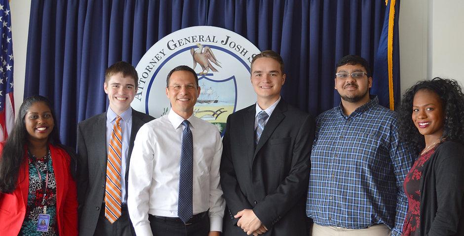 2017 interns with Attorney General Shapiro (S0321950xA89D7).jpg