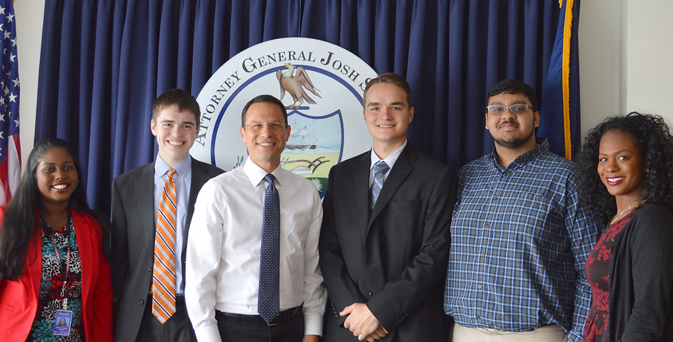 2017 interns with Attorney General Shapiro (S0321950xA89D7).jpg