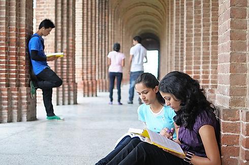 ragazze che studiano