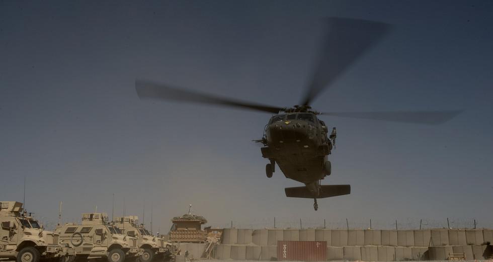 Black Hawk Hubschrauber bei der Landung