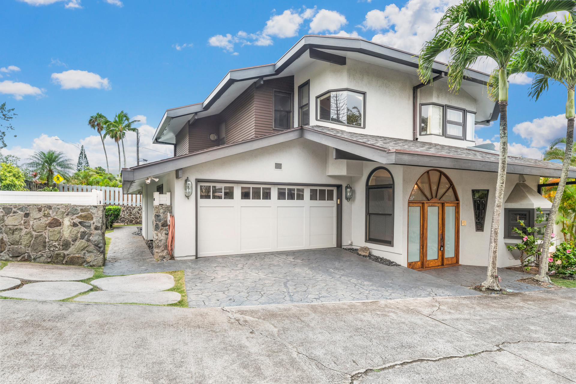 3 Bed | 2.5 Bath | 3,573 sq. ft. | Kaneohe