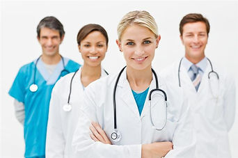 Доктора улыбаются врачи