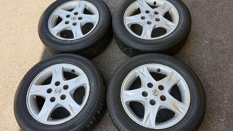 Nissan Almera Original Alufelgen mit Fast Neu 195/60R15 88H Bridgestone Turanza