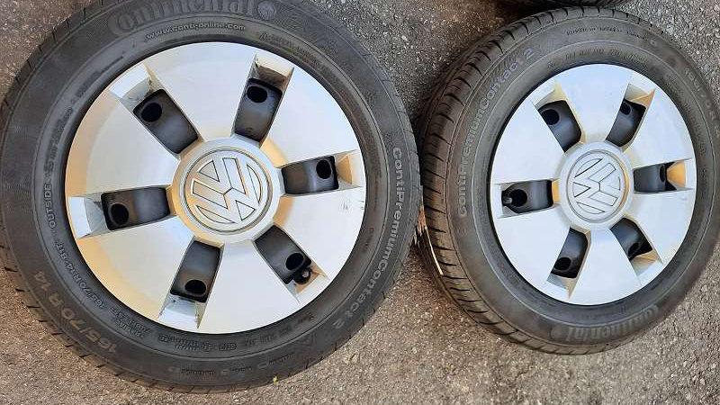 VW up! Stahlfelgen + Zierkappen mit 165/70R14 81T Continental Winterreifen