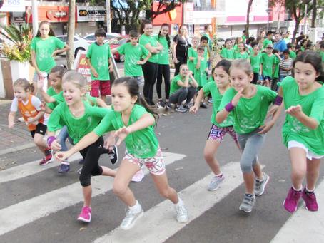 Crianças podem correr? Especialistas explicam.