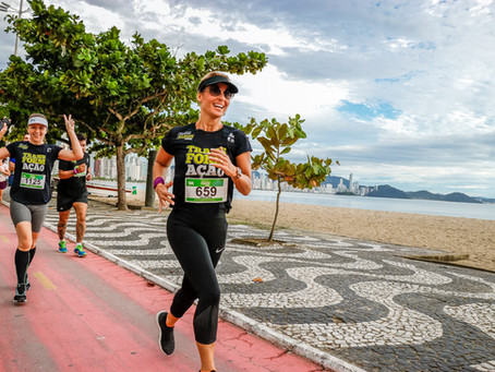 Intervenções artísticas irão animar a Meia Maratona de Baln. Camboriú neste domingo.