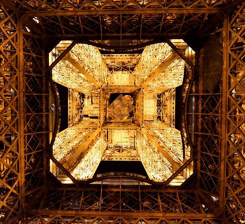 paris-2156574_1920_edited_edited.png