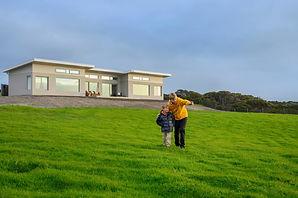 Oceanview-Eco-Villas-Kangaroo-Island-Family-Outside-Villa--768x511.jpg