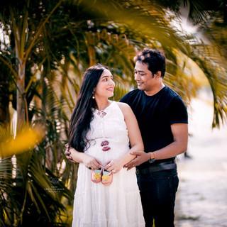 maternity-photoshoot-idea-with-husband.jpg
