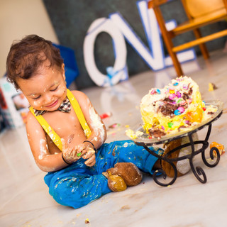 BIRTHDAY CAKE SMASH PHOTOSHOOT